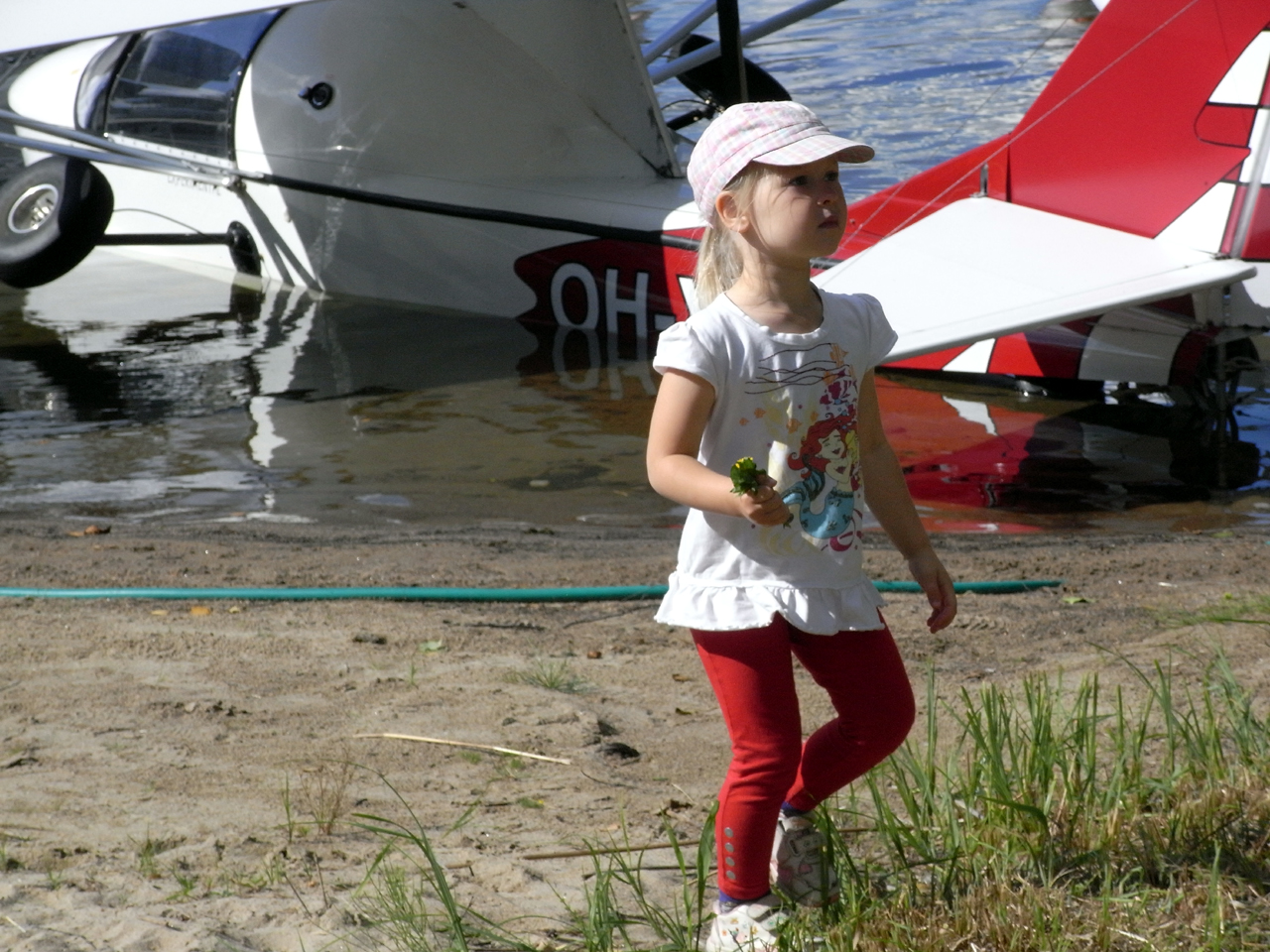 Minerva, the little seaplane girl